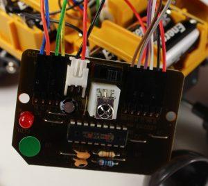 Монтаж проводов от электромоторов и питания на плату