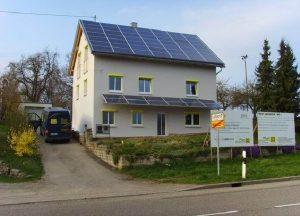 Солнечная панель - крыша дома в Испании