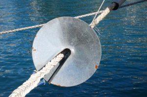 Ограничитель проникновения крыс на судно. Устанавливается на швартовы в порту