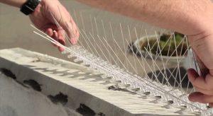 Установка антиприсадных шипов на бетонное основание