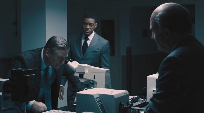 Микроскоп в кинофильме Защитник 2015