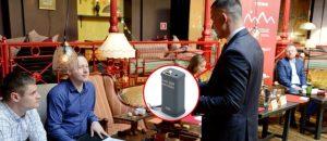 Портативный диктофон спрятан в кармане собеседника