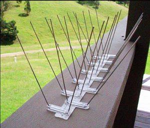 Антиприсадные шипы на балконе