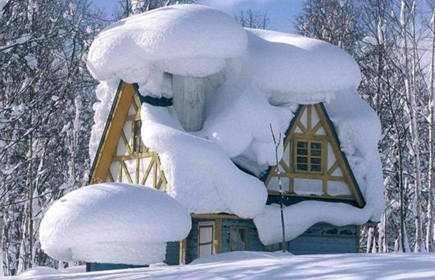 Обогреватель для дачи. Дача зимой в снегу