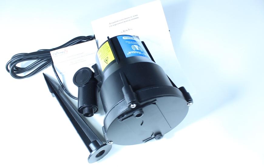 Лазер в разобранном виде. Обратите внимание на колышек. С его помощью прибор размещают прямо в грунт.